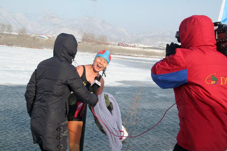 黑龙江东宁县的冬泳人